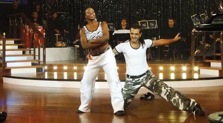 En acción en Bailando por un sueño